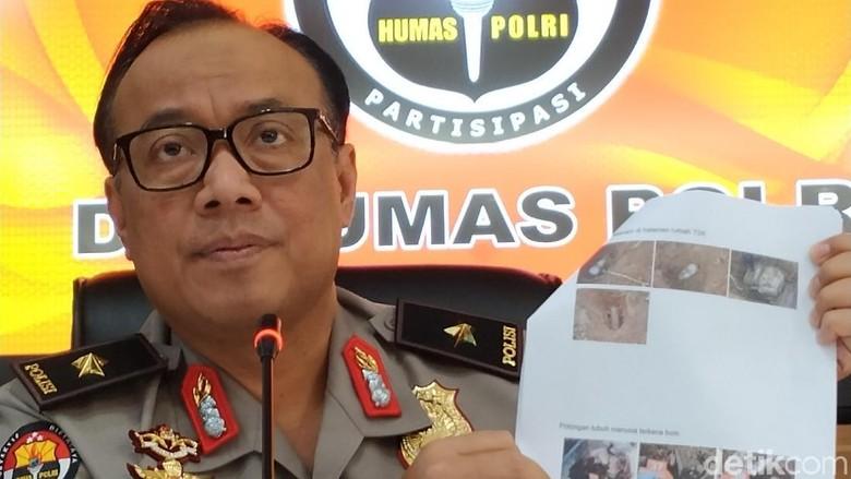 Terduga Teroris Jaringan JAD Ditangkap Tim Densus 88 di Karawang