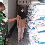 Babinsa Koramil 0804/13 Bendo Pastikan Stok Pupuk Subsidi Untuk Petani Di Wilayahnya Tercukupi